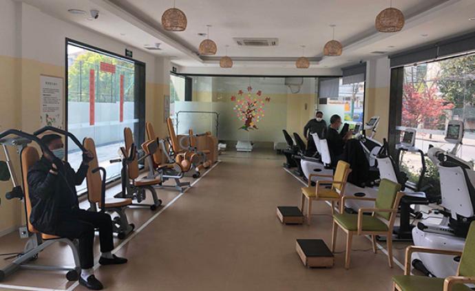 """""""一天一小时不过瘾啊"""",这家上海健身房专为老年人服务"""