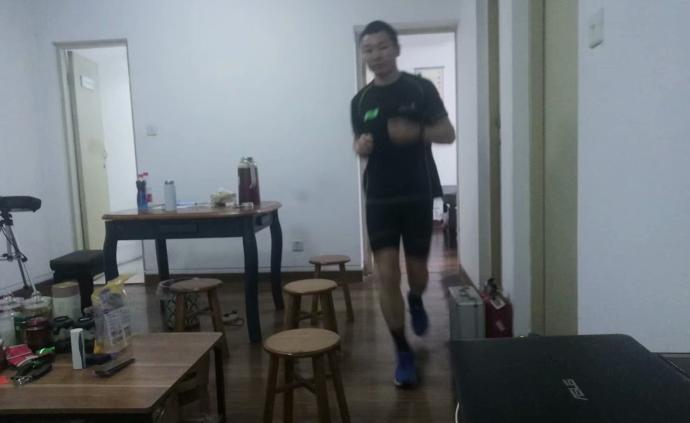 """繞著房間也能跑馬!這位浙江""""大神""""一個月跑了500公里"""