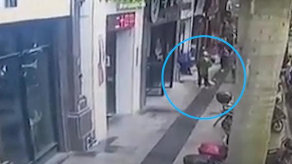 (小视频)莆田一6岁男童3楼窗台坠下,生命垂危
