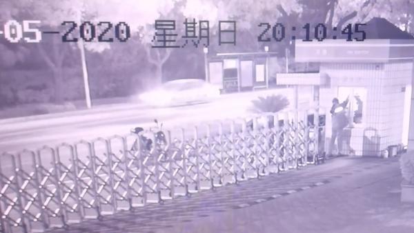 上海消防救援队收到神秘礼物