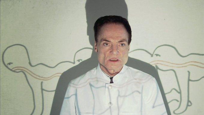 迪特尔·拉瑟在《人体蜈蚣》中