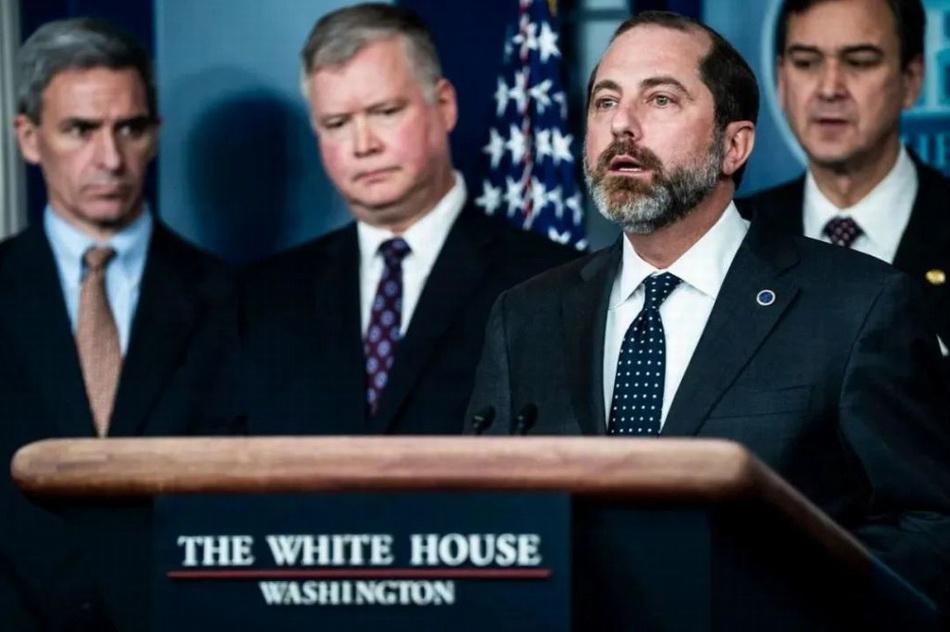 卫生和公共服务部长亚历克斯·阿扎尔(Alex Azar)于1月31日在白宫举行的关于冠状病毒的简报中发表了讲话。