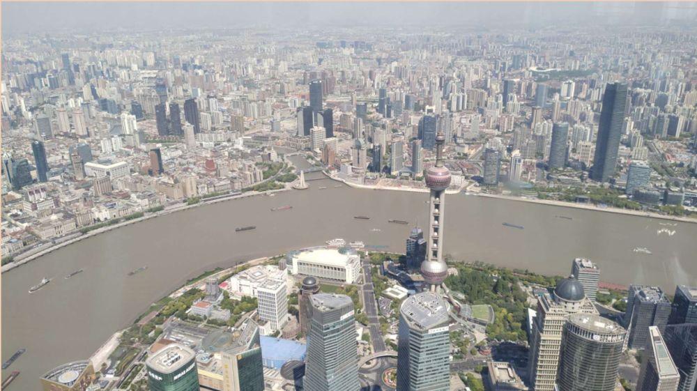 這是4月28日拍攝的,從上海中心大廈俯瞰黃浦江。新華社記者 楊有宗 攝