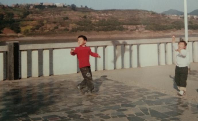 漫長的假期|重慶魚洞:廠區雖衰落,愿伴清風放風箏