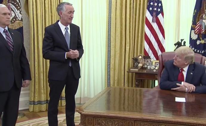 特朗普見吉利德CEO宣布瑞德西韋獲緊急使用授權,曾促速批