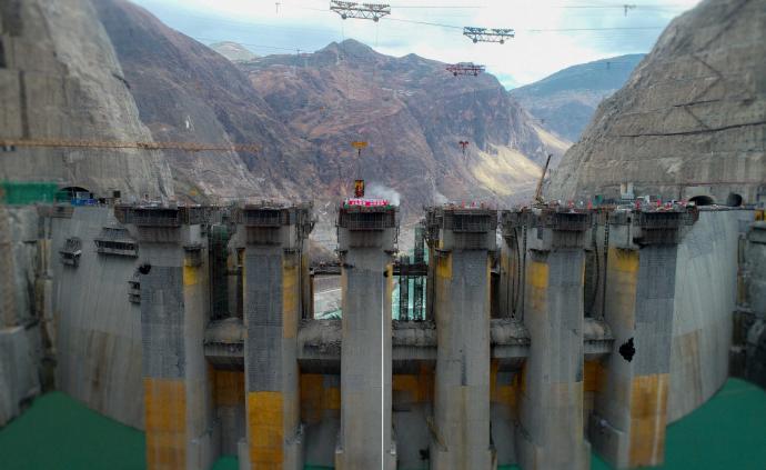 中國第四、世界第七大水電站烏東德大壩主體工程全線澆筑到頂