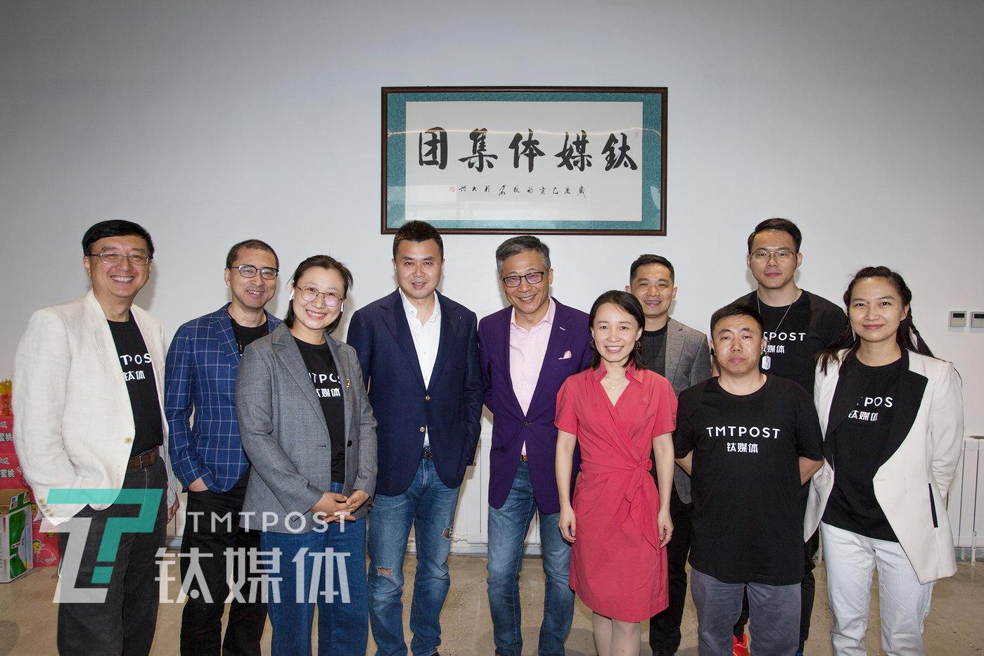 杨锐(左五)已加盟钛媒体。