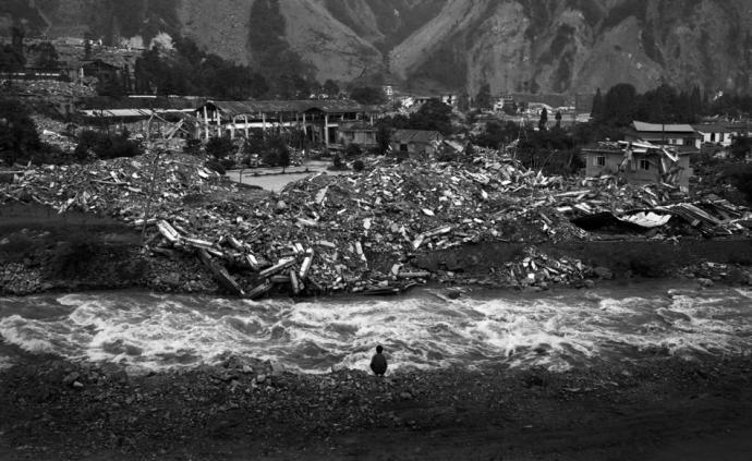 攝影師|何以止傷:許海峰的2008汶川地震紀實