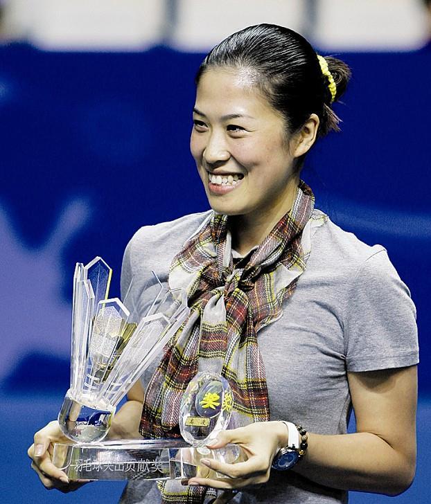 高崚荣获羽毛球突出贡献奖。