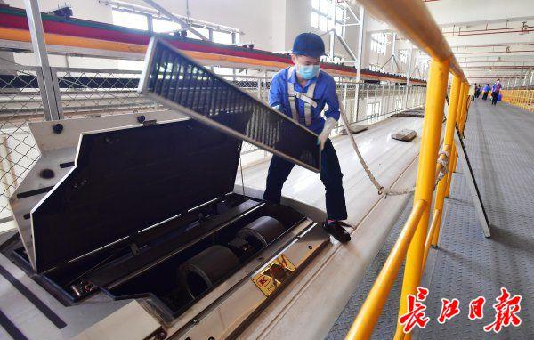 武汉地铁空调已开,寒气吹进车厢前要举行紫外线消毒