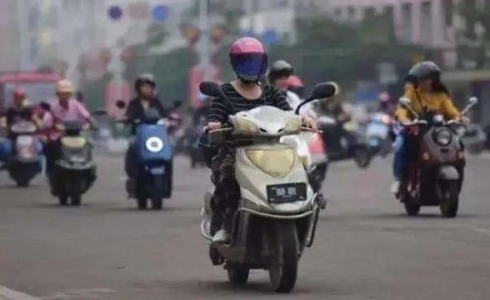 安全頭盔如今成為搶手貨,在上海騎電動車不帶頭盔會被罰嗎?