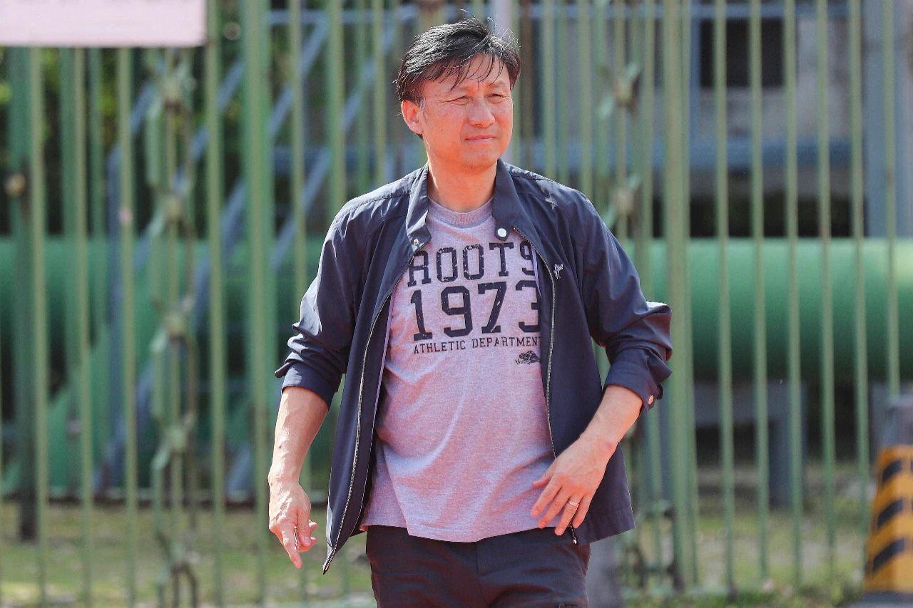 国青队主教练成耀东。 本文图片@足球报官方微博