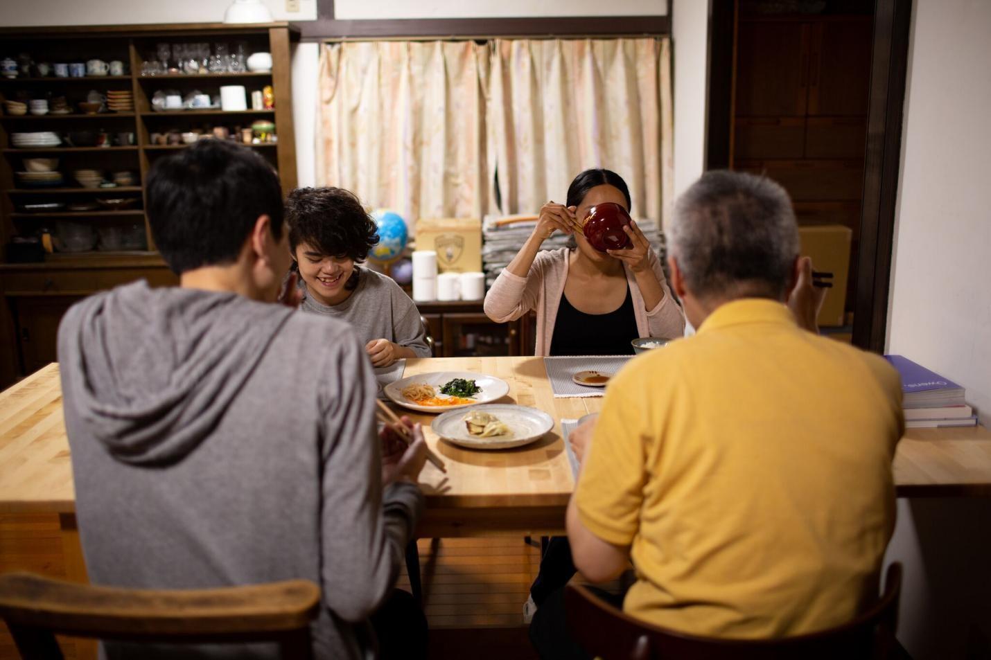 田中功起,《抽象/家庭》,2020,101分钟,电影截图,图片由田中功起提供