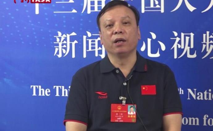 张挺代表谈足球普及:不能把出名挣钱当目的