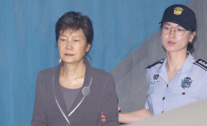 """""""干政门""""案开审三年后,朴槿惠狱中首次要求查看调查记录"""