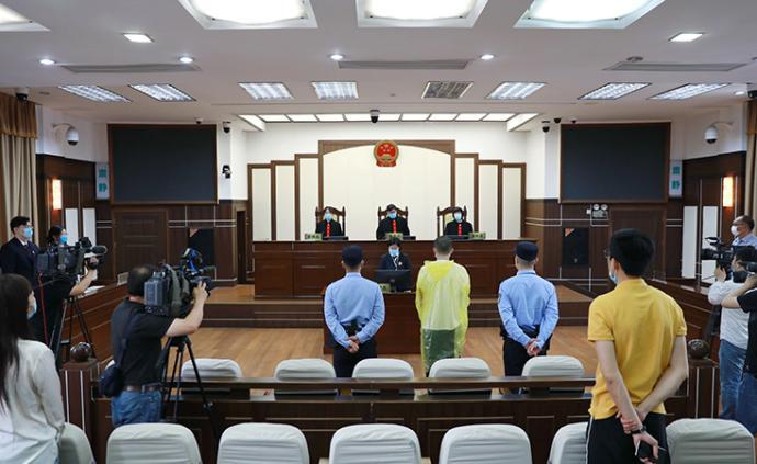 酒后从十楼扔下三包别人的快递,上海一男子获刑一年