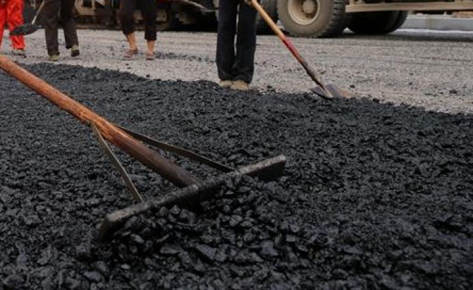 """河南回复""""村道坑洼"""":约有百米石渣路,立项后将及时整修"""
