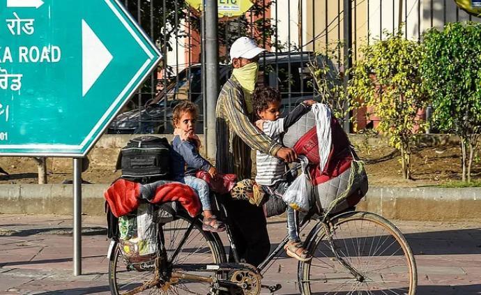 心酸返乡路,印度农民工偷自行车留信致歉