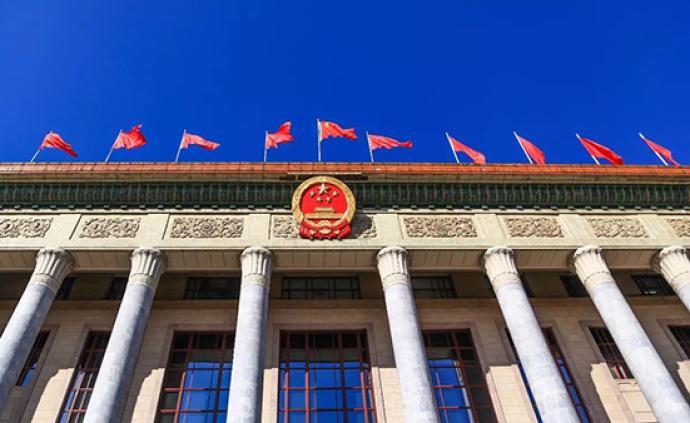 十三届全国人大三次会议主席团举行第一次会议