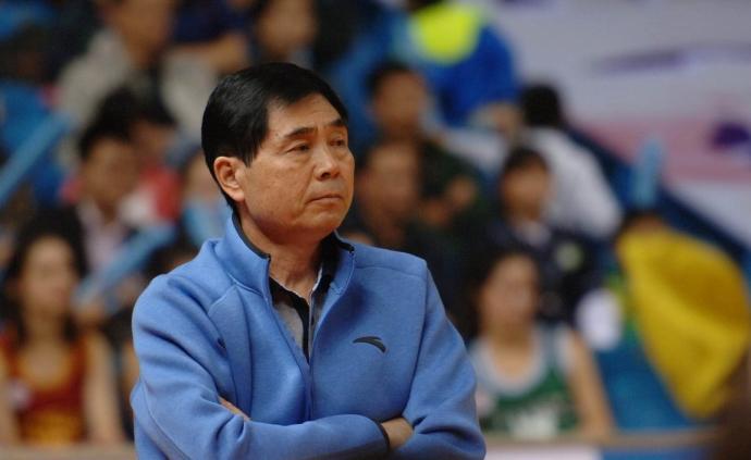 中國籃球名宿馬連保逝世