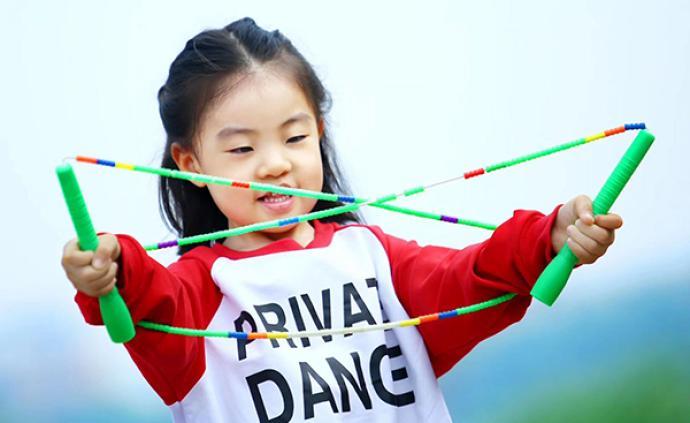 對話|4歲女孩跳繩比賽連奪7冠爆紅,我們和她爸爸聊了聊
