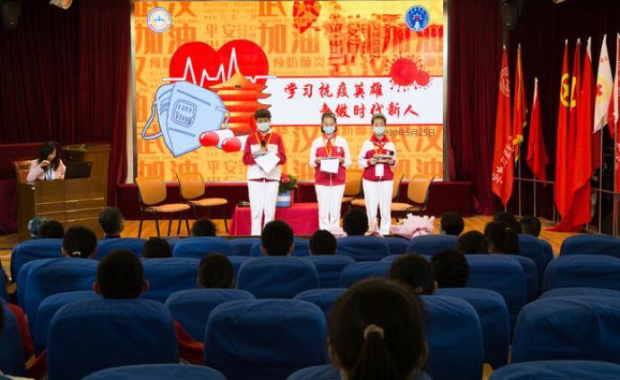 上海浦東模范中學請抗疫英雄來上主題黨團課