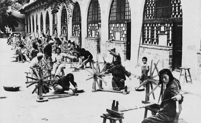 """""""贤妻良母""""与""""新女性"""":抗战时《解放日报》妇女形象建构"""