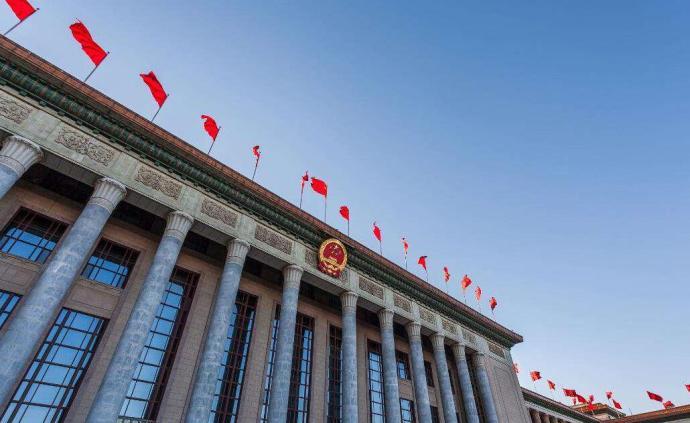 十三届全国人大三次会议上海代表团26日举行分组会议