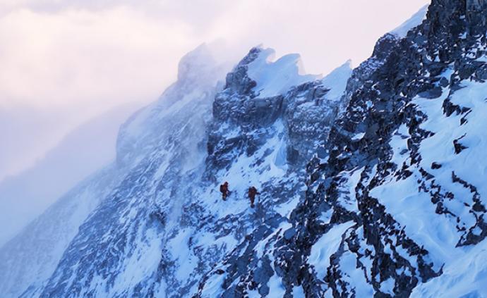 高度接近8800米!珠峰高程测量登山队已过第三台阶