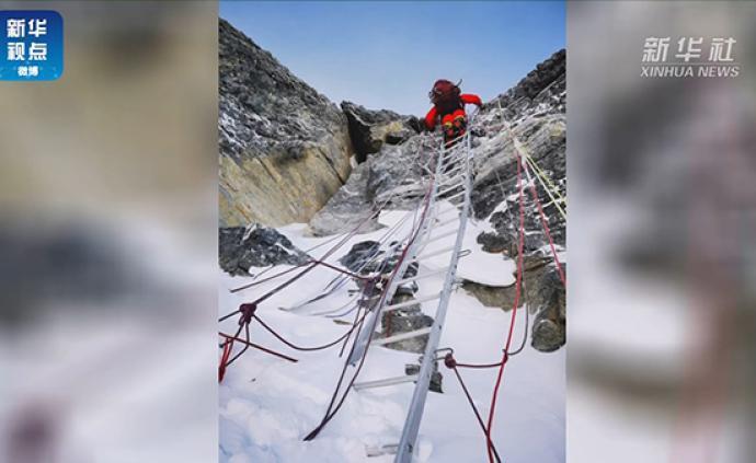 """视频丨珠峰测量登山队员通过""""中国梯"""",向峰顶冲刺"""
