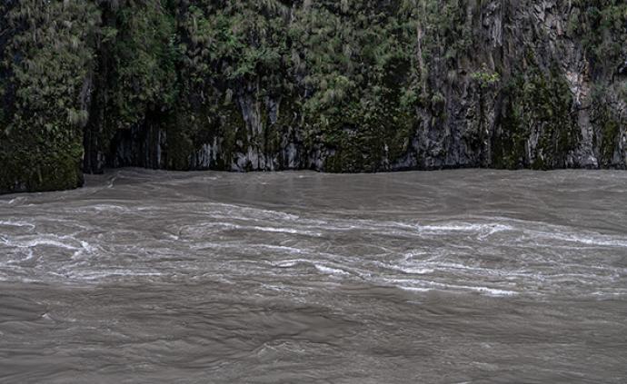 云南怒江、迪庆等地发地质灾害Ⅰ级预警:易现滑坡、泥石流