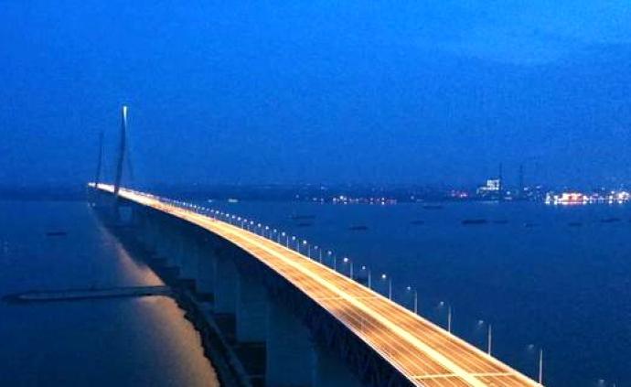 沪通长江大桥首次亮灯,1092米主跨进行荷载试验