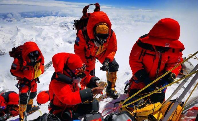 珠峰测量队员峰顶停留150分钟,创中国人在峰顶停留新纪录