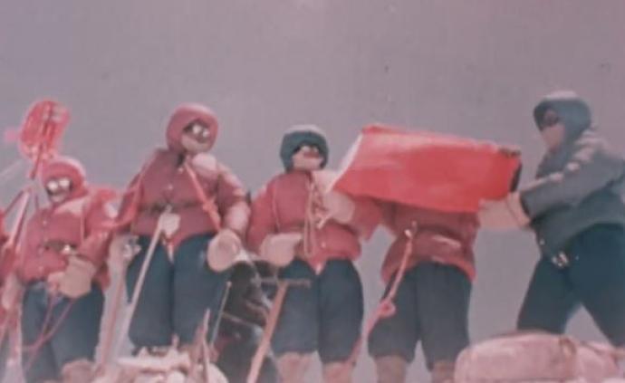 没有比人更高的山,中国人跨越60年的三次珠峰登顶画面