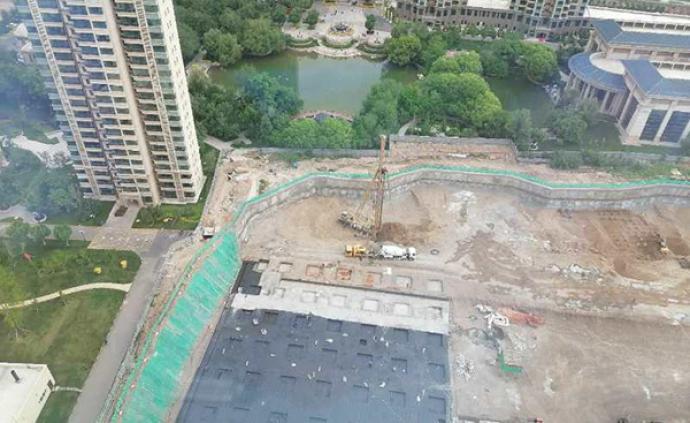 樓王前面突然多了一棟樓,開發商回應業主質疑:因加建幼兒園