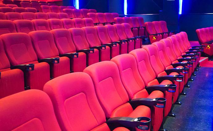 电影院还未开门,但他们已做好迎接观众的准备