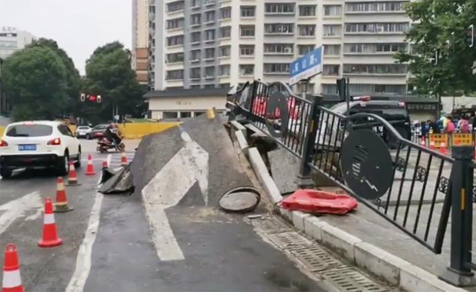 貴陽市區道路突然拱起:相關部門已到場調查
