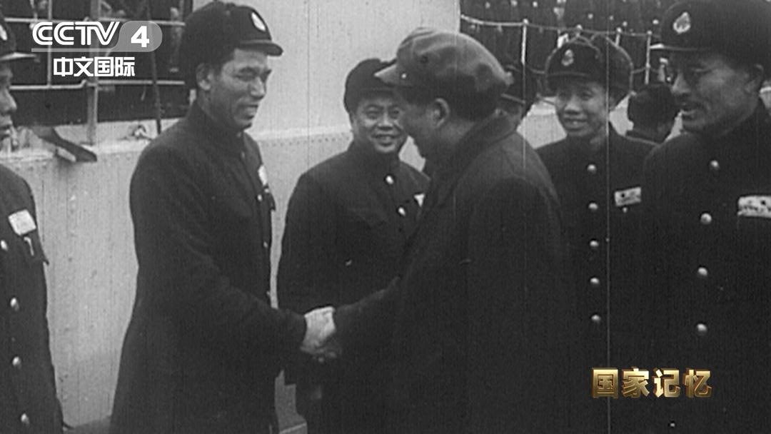 毛泽东视察人民海军