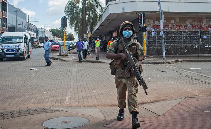 南非全国封锁与暴力执法:警权、国家权力与后种族隔离时代