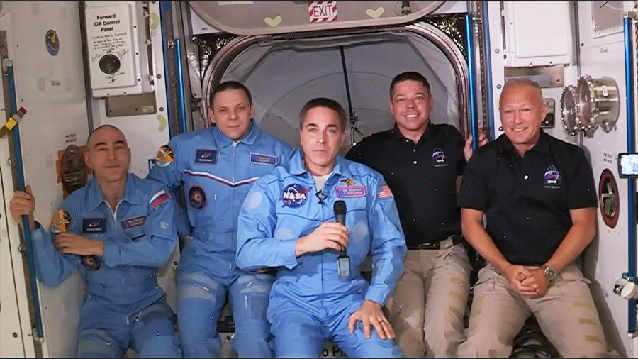 国际空间站63号远征队成员增加至5名。从左边开始依次是Anatoly Ivanishin、Ivan Vagner、Chris Cassidy、Bob Behnken和Doug Hurley。