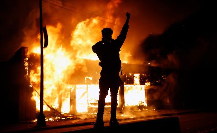 美明尼苏达州骚乱50人被捕,国民警卫队将派1700名士兵