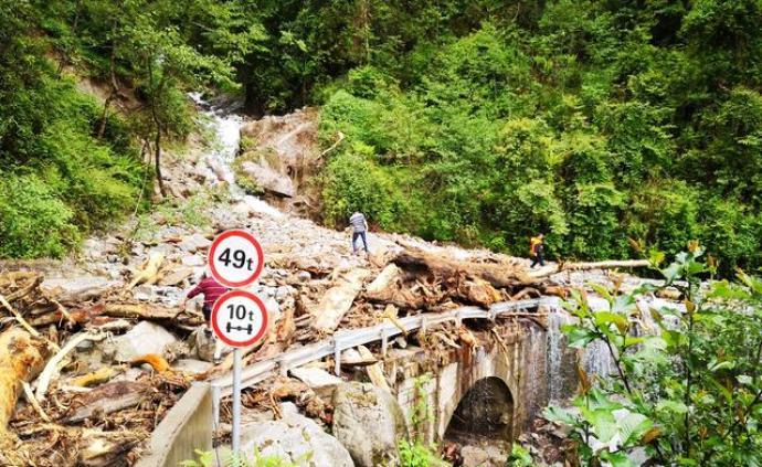 云南貢山暴雨致2人死亡6人失蹤,獨龍江公路已搶通65公里