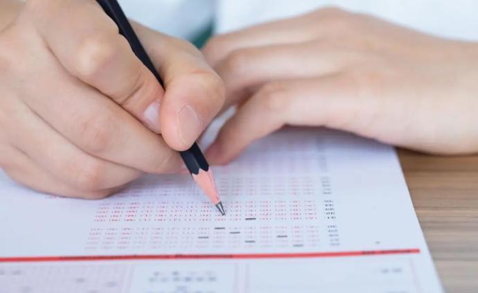 受疫情影響,國內多所高校放寬畢業生外語水平、體能測試條件