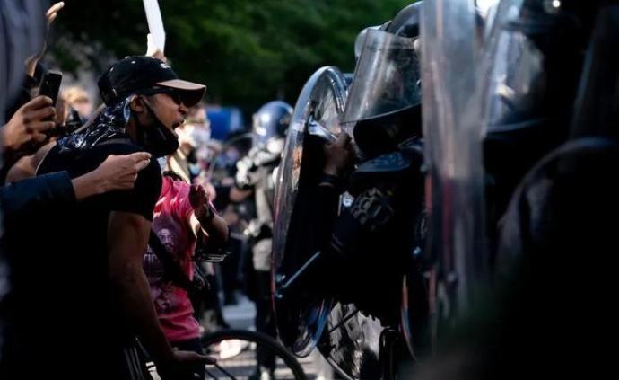 为了应对骚乱,美国动用了哪些军用级重武器?
