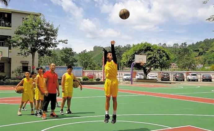 夜读︱独臂篮球少年,你的努力会被世界看见