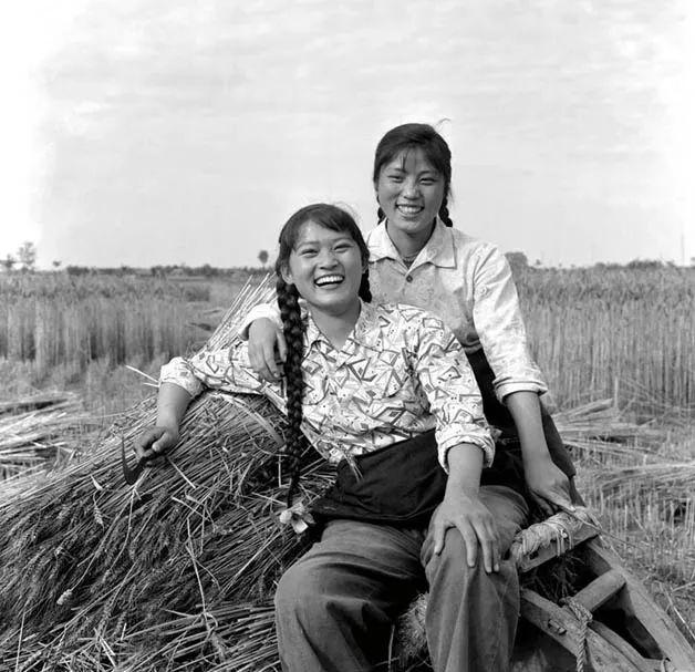 四川红塔公社的女社员,1963年。