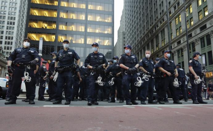 美非裔男子遭跪殺后,明市不再允許警察使用鎖喉動作