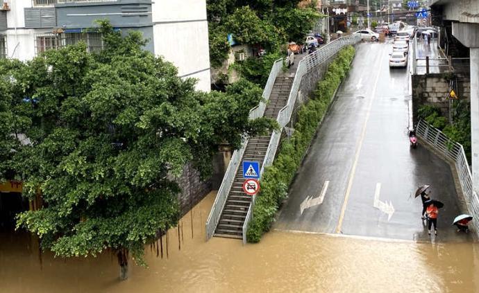 廣西柳州強降雨致城市內澇,柳江水位超警戒線現已緩慢回落
