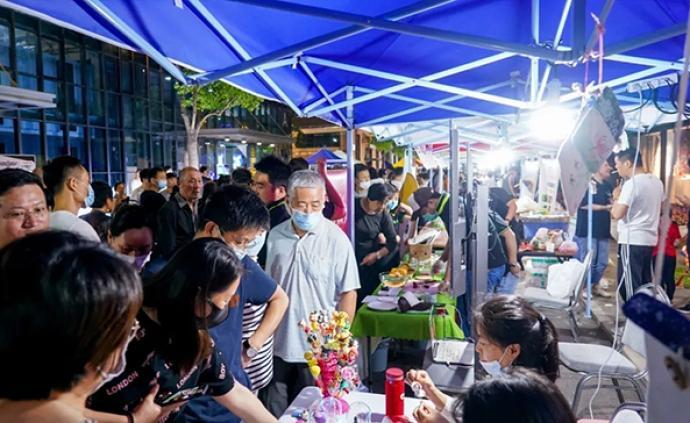 五五购物节·夜宝山|科创园里的夜市有美食,还有3D打印