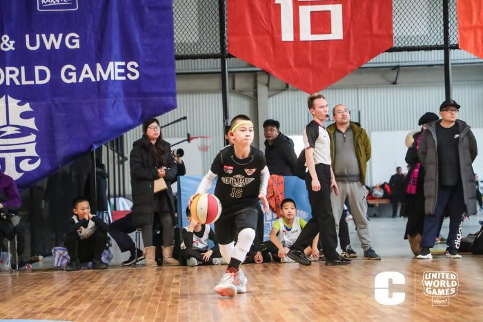 王鹏博在比赛中。